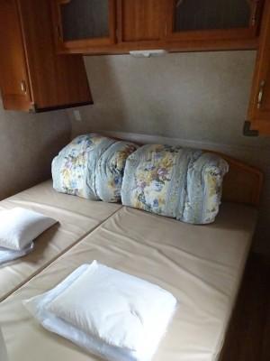 トレーラーハウスのベッド