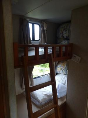トレーラーハウスの2段ベッド