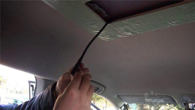 配線ガイドを逆から引っ張りケーブルを通す